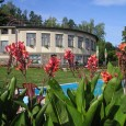 """ERMI HOTEL je nově zrekonstruovaný hotel s příjemnou rodinnou atmosférou, situovaný v krásném přírodním prostředí Brdské vrchoviny pod lesem """" Slonovcem"""" na pozemku o rozloze 1,9 ha s výhledem na..."""