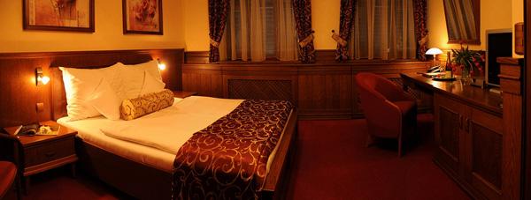 Hotelový komplex Abácie najdete na okraji Valašského Meziříčí, v blízkosti soutoku Vsetínské a Rožnovské Bečvy.