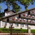 Hotel Srní, který patří mezi nejlépe vybavené hotely v oblasti, je umístěný na okraji centra obce Srní, uprostřed nádherné šumavské přírody.